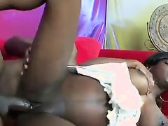 MILKY SEXY PREGNANT EBONY IN ACTION