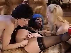 Lesbians Double Fisting